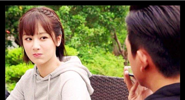 """<b>杨紫李现观看""""童颜夫妇""""kiss,看到两人的表情:好接地气</b>"""