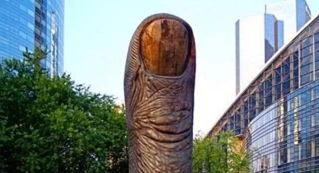 """<b>世界""""最尴尬""""的3座雕像,耗资巨大造型奇葩,除了造型毫无意义</b>"""