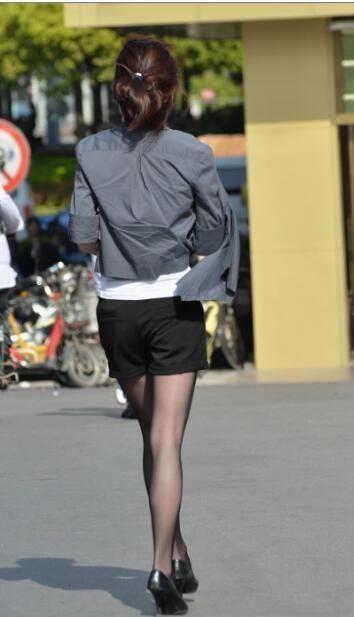 街拍:图1外国凹凸,美女紧致好身材!图2身材纤细a欧美美女图片
