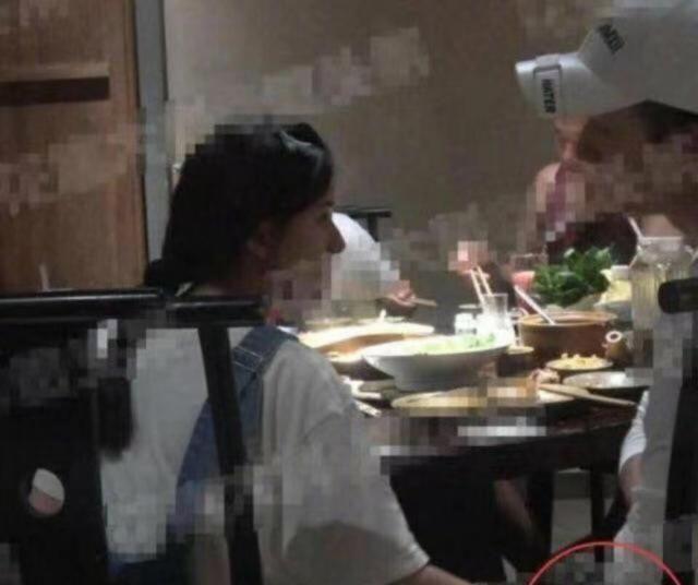 赵露思李宏毅私下聚餐,两人疑似因戏生情,举止异常亲昵