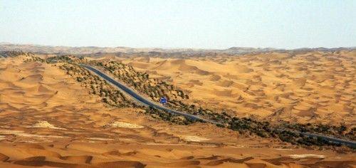 """用公路征服沙漠,全世界都等着看""""笑话"""",中国真的做到了!"""