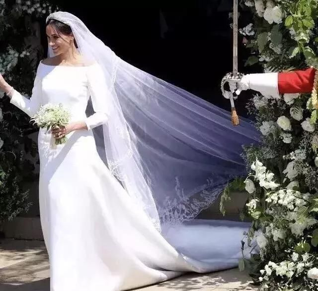 模特带手臂婚纱