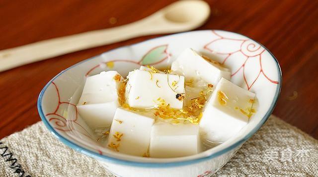 在国外买100块一斤的杏仁豆腐,在家20元就搞定,冰凉顺滑