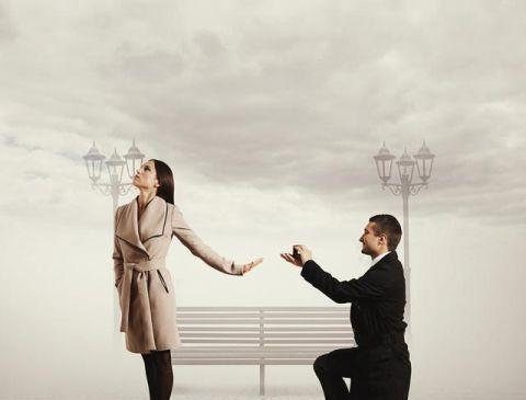 在婚姻生活里,不要去求人爱