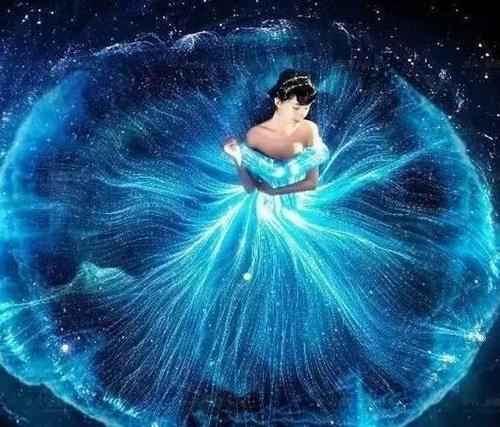 金牛座:金牛座专属梦幻婚纱裙摆大开像是开放正艳的花朵一般.