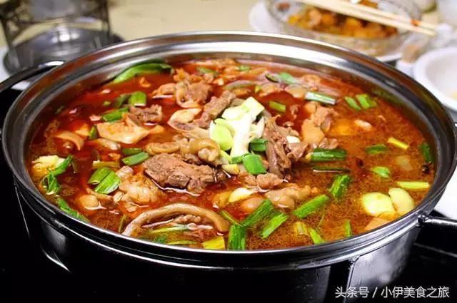 红汤鸡肉火锅