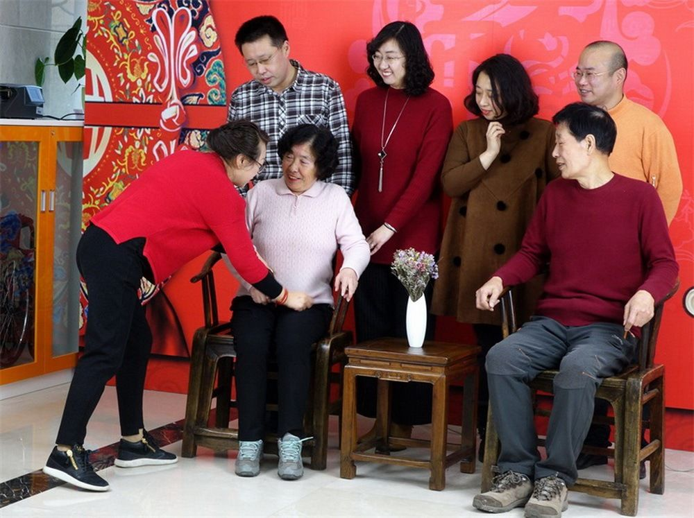 青岛市女摄影家协会拍摄全家福活动