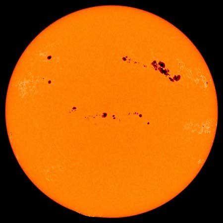 太阳突现巨大黑子,超过地球10倍大!专家:可能导致断网断电