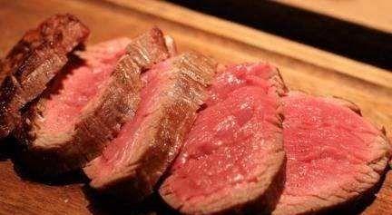 第一次和女生约会,却说要8分熟的牛排,该如何