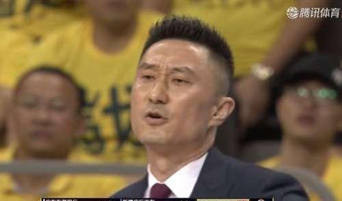 新疆1:0广东!杜峰表情太抢镜:a表情+不满+欢崽表情包图片
