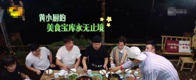 <b>《向往的生活》黄磊做饭遭质疑,龙虾不洗就倒进锅,网友沸腾了</b>