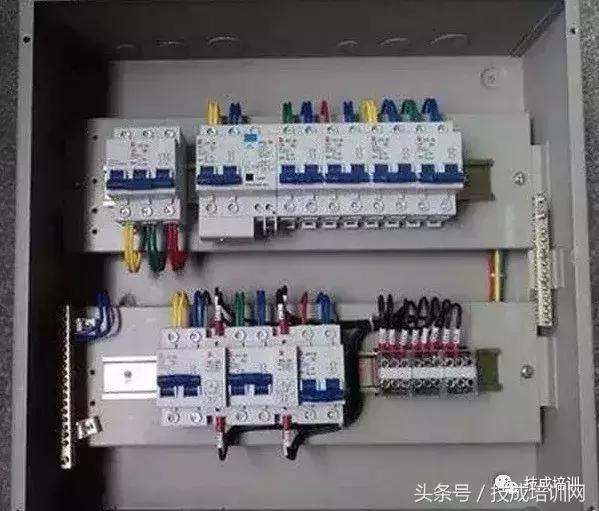 它功能相当于闸刀开关,过电流继电器,失压继电器,热继电器及漏电保护