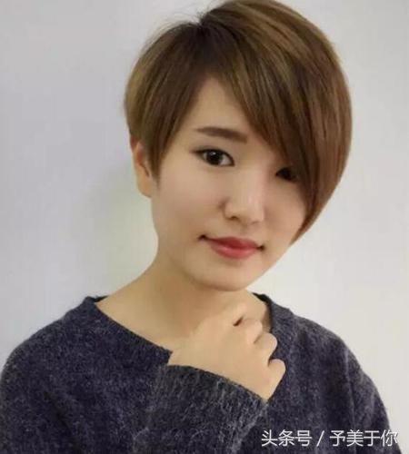 不对称短发具有非常好的修颜显瘦的效果哦,波波头短发发型左右两边图片