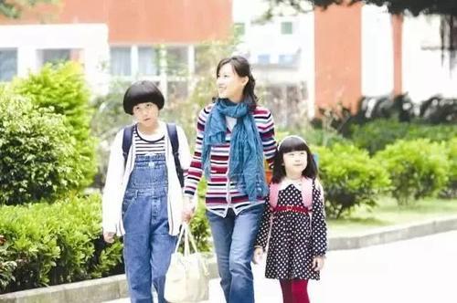 女人时尚网|五十岁女人穿衣要点,舒服又大气,这3样衣服让你看起来很稳重