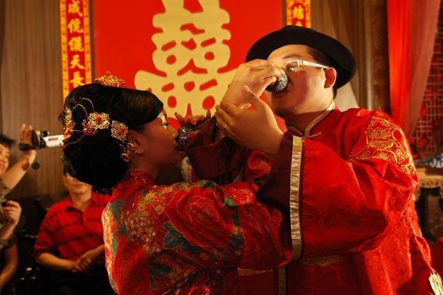 越南三大奇异婚俗,新婚之夜新娘竟不是和丈夫睡,新郎还很高兴!