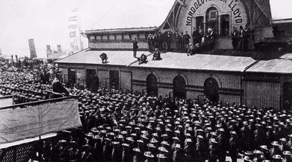 老照片:1900年8国联军进北京,北京城内景象,看到李鸿章心酸