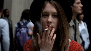 搞笑GIF:表情看样是抽烟了,这失恋的姑娘女生的大全信性表情包微图片好a表情图片