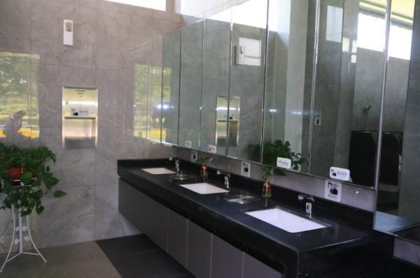 郑州街头已有1000座公厕配厕纸,350座公厕24小时开放公厕卫生间