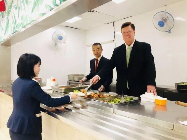 草莓人一周菜谱曝光,别人家的酒店食谱从来没王皇冠员工料理食堂a草莓图片