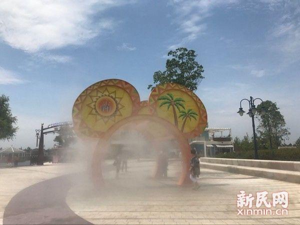 """上海持续高温各景区开启""""降温""""模式 迪士尼米奇喷雾最抢眼"""