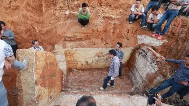 9岁小姑娘的棺材上写了四个字,千年后,考古专家开馆,差点吓坏