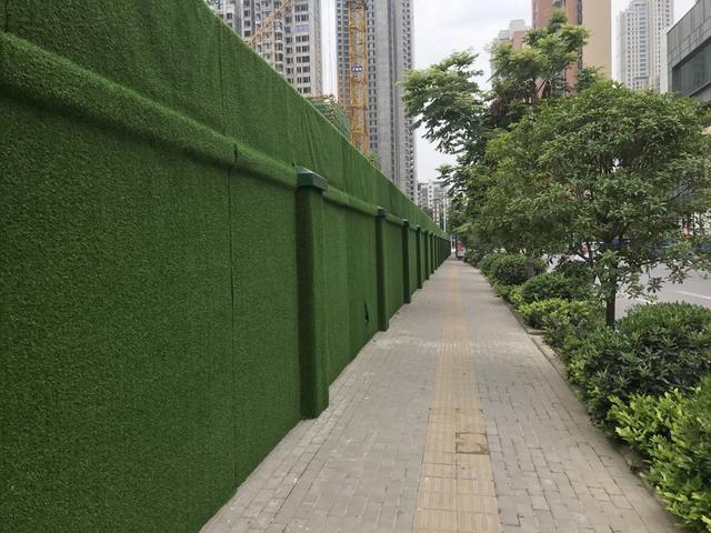 建筑工地绿色围墙引市民点赞 武汉工地围挡不