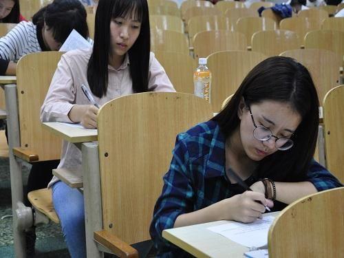 考证成风!不少大学生教师证考完就找不到!专科生还有必要考吗