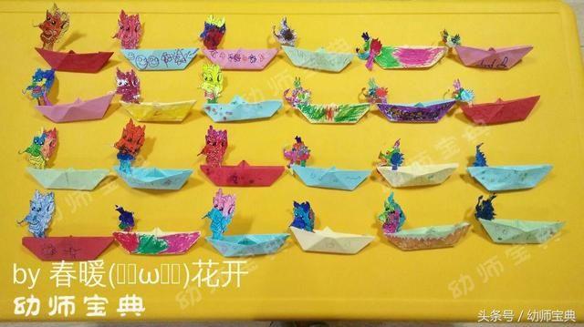 浓情端午通过图片展示与实物展示让孩子们了解端午节  这面墙主要通过孩子们画作烘托过节的气氛,将孩子们自己画的粽子和龙舟展示在墙面。  装饰墙面,卡通粽子的形象和龙舟结合起来,形象的展示端午节的元素。  包粽子、赛龙舟、过端午孩子们合作完成的大龙展示在墙面,再用手工制作的粽子做点缀,让端午的气息更浓烈。  端午节墙面一角的创设