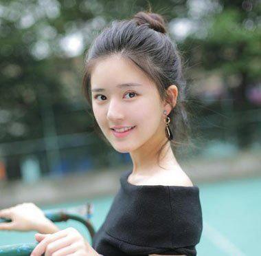 女生无刘海扎简单丸子头发型图片
