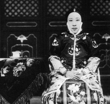 虽说皇帝有三宫六院七十二嫔妃,但相比张宗昌相差甚远,佩服!