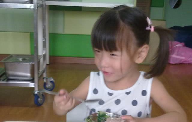 <b>很不解,孩子总夸幼儿园伙食香?了解背后原因,在家也能吃两碗</b>